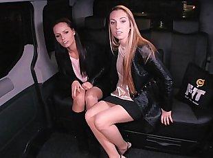 Lesbiana , Young