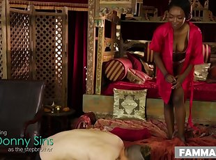 Ebony , Massage