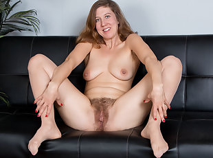 Mature , Mom , Old Young , Hairy
